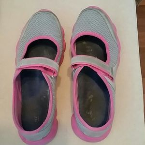 Avon curves cushionwalk sneakers